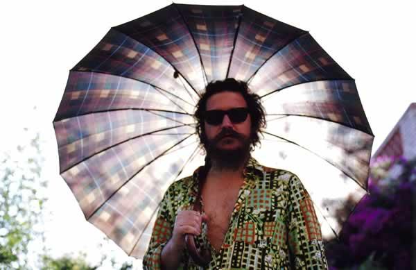 El inclasificable Bigott cerrará abril con un soberbio concierto